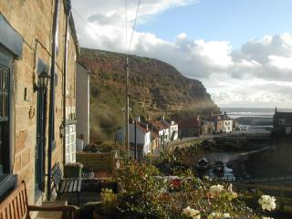 Traditional Fisherman's Cottage with stunning view over Staithes