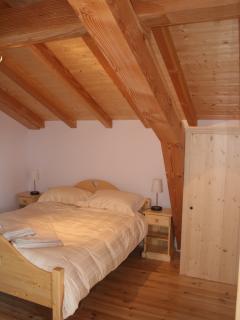 Master bedroom with en-suite & wardrobe