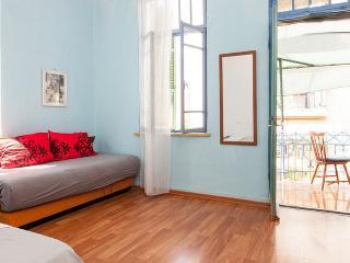❤TLVilla Blue Balcony Suite @Rothschild, Tel Aviv