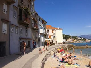 Apartment on the beach in town - SUN, Baska