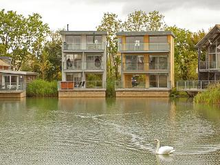 10 Howells Mere, Lower Mill Est/ 4 bed/3 bath 8+1/hot tub(extra £85)/onsite spa/, Cirencester