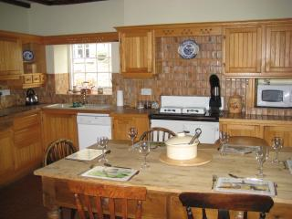 Farm House family kitchen with plenty of room for the others from the Big and Small Cottage to eat h