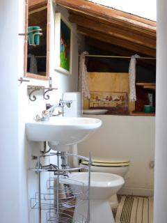 2° Bathroom with bath