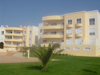 TWO BEDROOM APT WITH SEA VIEWS, Luz