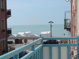 Villa mes souvenirs balcon ensoileillée vue mer, Mers Les Bains