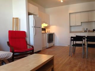 The Daffodil - 2 Beds, 1 Bath, Montreal