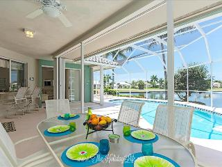 ADMIRALTY - Coastal Comfort on Gulf Access Canal, Marco Island