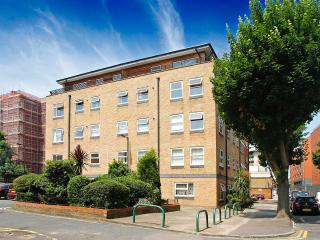 Modern 2 bedroom flat rentral close to London's famous Tower Bridge