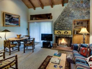 Mountain lodging w/shared pool, hot tub, bocce, & tennis!, Carnelian Bay