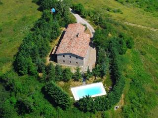 Wonderful villa with pool ideal up to 30 guests, Apecchio