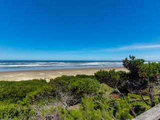Dog-friendly, waterfront home w/path down to the beach!, Waldport