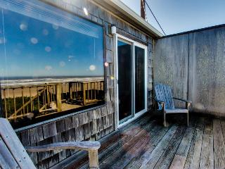 Oceanside Big Stump Beach getaway - dog-friendly, romantic, and cozy!