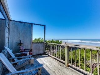 Dog-friendly, ocean-front home w/path down to the beach! Free WiFi & cable!