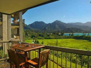 Princeville Condo w/ Lanai & Views of Hanalei Bay!