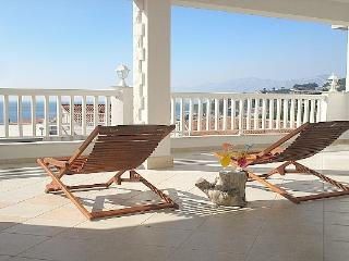 Villa Bonaca - apartment with sunny terrace, Baska Voda