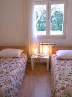A1-  bedroom with two single beds