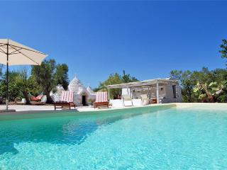 Trulli del Mandorlo: Trulli with Private Pool, Ceglie Messapica