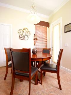 Breakfast nook with direct kitchen access - seats 5 with 2 additional bar stools