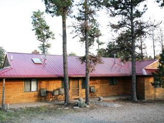 'Deer Country Cabin' - 3BR Alto Cabin w/Hot Tub & WiFi - Near Ski Area & Ruidoso