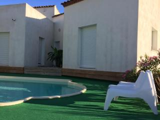 Villa 170m2, near beach, Saint Series