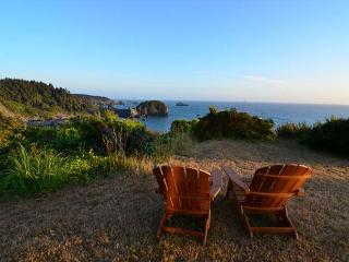 Ocean Views Residence * Whale Rock. Sleeps 6 - Spacious and Upscale