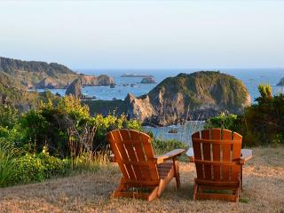 Ocean Views Residence * Whale Rock. Sleeps 8 - Spacious and Upscale