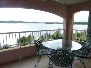 Table Rock Lake side Branson Penthouse Condo, Hollister