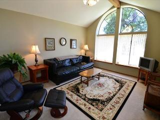 Balboa Bliss - Nice, Spacious, Quiet, 3 Bedroom Home in Park Setting, McKinleyville
