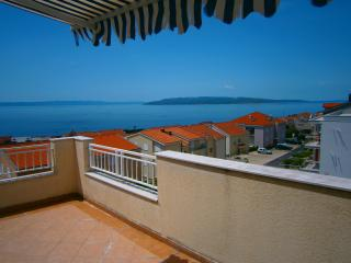 Magnificent three-bedroom apartmnt in a quiet area, Makarska