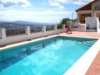 La Huerta Ganga, spacious villa, immense views, Cutar