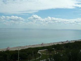 Luxury 1 bedroom ocean & canal view hotel amenenit, Sunny Isles Beach