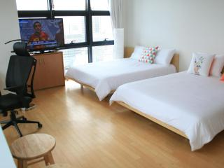 Xlarge Corner Unit Near COEX/CALT/Hyundai Department Store/Samseong Station 2 Queen beds, Seúl