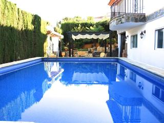 Big&Charming Villa with private pool+Garage+WiFi., Otura