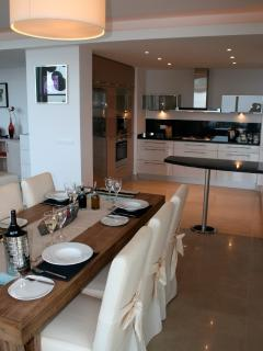 Kitchen/Dining area, elegantly furnished