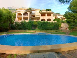 Altea (La Vella), 6 personen, small complex with pool., Altea la Vella