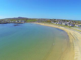Trearddur Sands, Sea views WIFI, Gamesroom and only 331 paces to the beach
