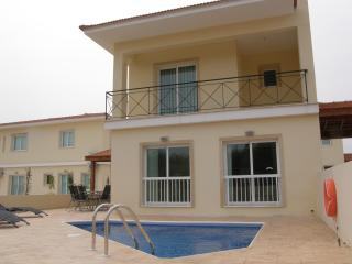 Anafotia Luxury 3 Bedroom