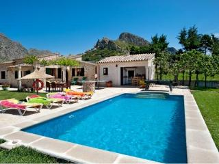 Beautiful Villa Moya with Private Pool and Views, Port de Pollença