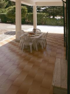 Al fresco dining in the shade