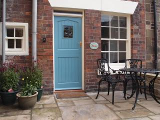 DUNSLEY in Staithes, romantic retreat for couples, with open fire and free wifi
