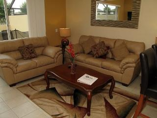 Resort 3 Bed 3 Bath Townhome with Lake View. 7665FS, Orlando