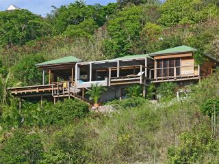 Villa Bayugita is a beautiful contemporary villa located in Pointe Milou