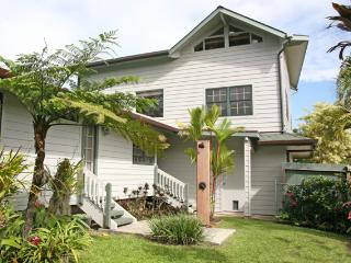 The Cottage at Hanalei Bay 5 minutes to Bay.