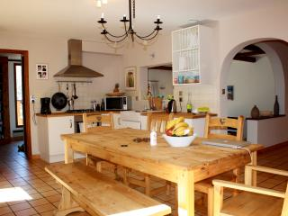 Kitchen with extendable table for 10