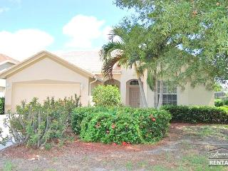 Beautifully decorated lakefront pool home just 10 minutes from beach, Naples