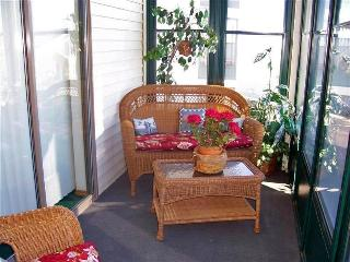 Branson 2 Bedroom/2 Bath, Walk-in Condo with WiFi, Pool, Keyless Entry & much more!, Hollister