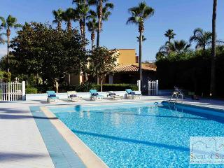 Villa with large swimming pool and sandy beach just 250 meters far, Marsala