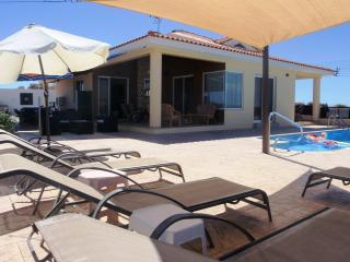 TOP VIEW VILLA-HOT TUB-P/POOL-UK TV-PANORAMICVIEWS, Pissouri