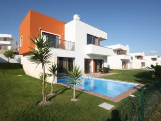 Modern quiet villa with private pool, Obidos