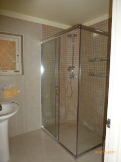 Master en-suite bathroom - hot water from solar panels